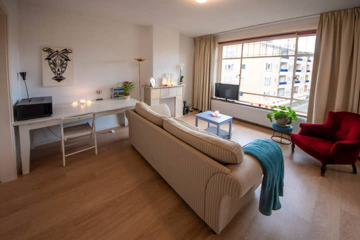 Complete appartment, spacious, clean and light!