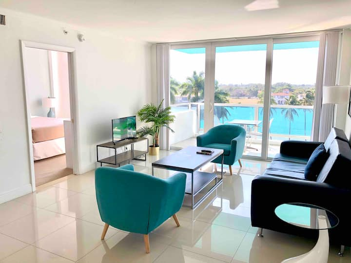 2-BDRM Suite with Bay Views - POOL/BEACH OPEN