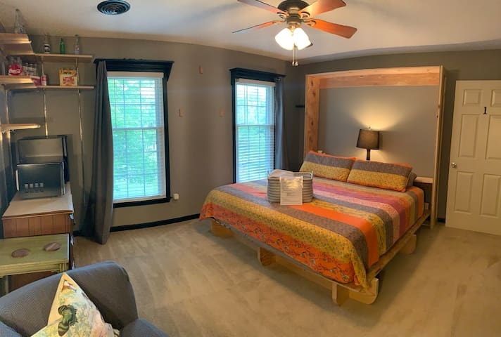 SUPERHOST King Bed+Bath 10 miles from GSO airport