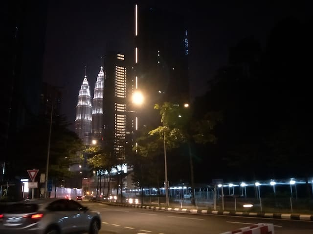 10min walk to KLCC Twin Towers/Quiet city center中文