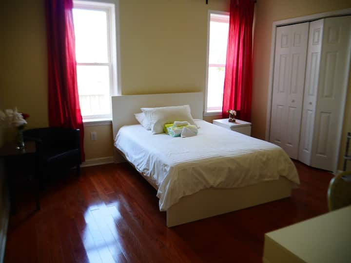M8. Spacious Queen Bedroom with Private Bath