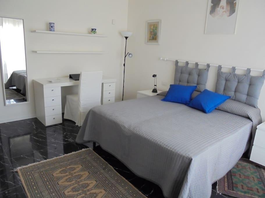 camera con letto matrimoniale o letti singoli