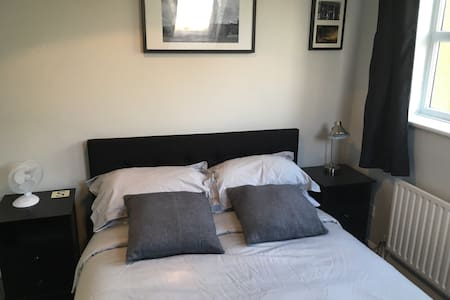 Large clean double Room - Casa