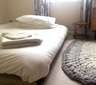 Double room in Creative Happy Household - Exeter - Dom
