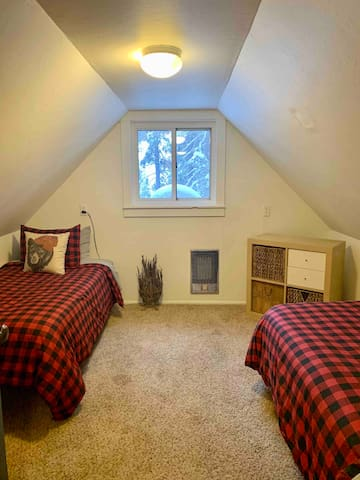 Bedroom 2- Two single beds