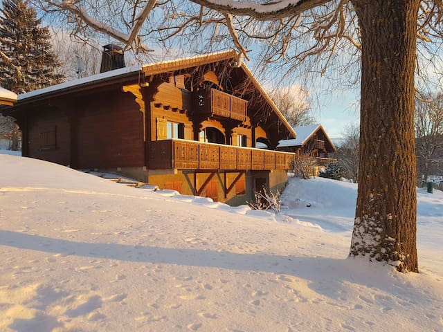 Bedrooms with private bathroom in peaceful Chalet - Cranves-Sales - Almhütte