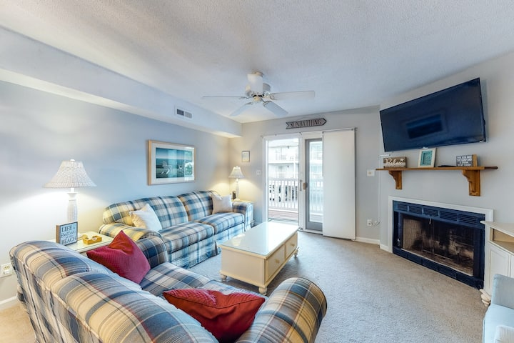 New listing! Two-level condo on the ocean block w/ pool - steps to the beach!