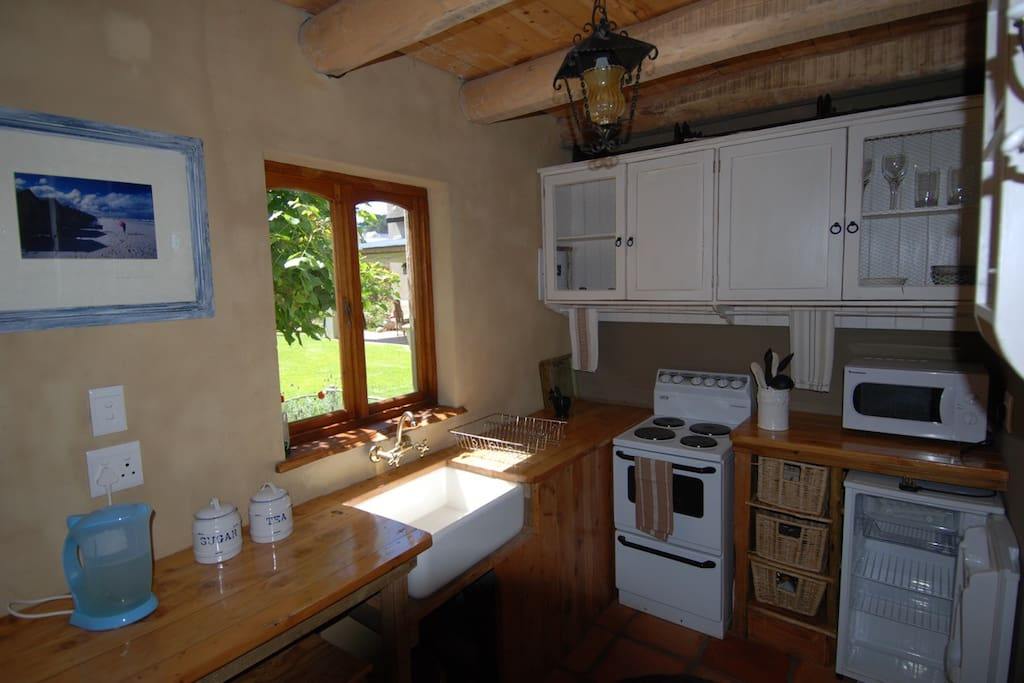 Kitchenette with small fridge