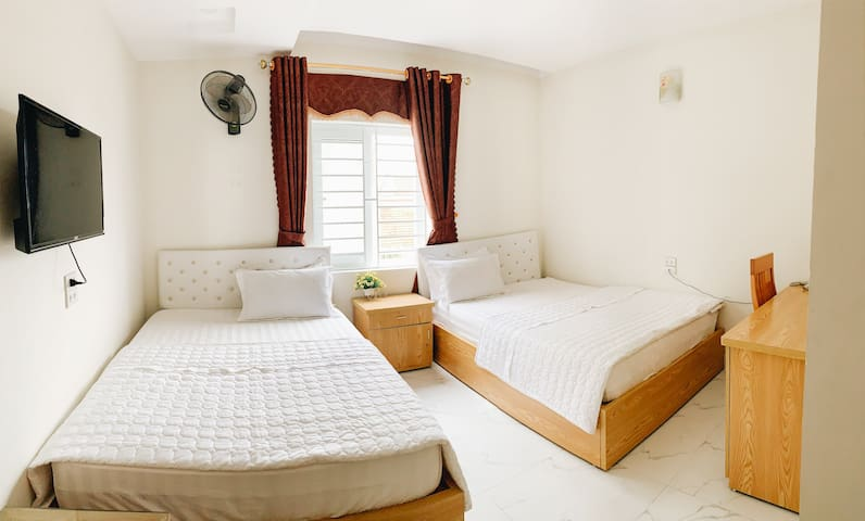 Hoang Ngan 2 Hotel - Twins Room with 2 double beds