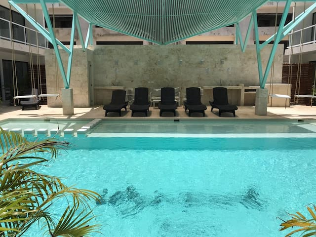 New Space, Nice Pool & Great Location in Downtown