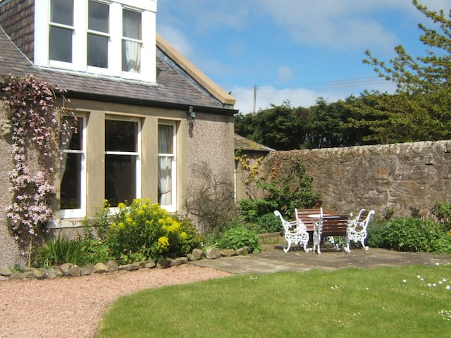 Farmhouse apartment near St. Andrews