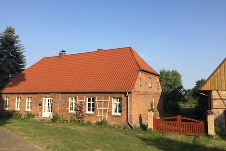 Haus mit Garten in Mecklenburgischen Seenplatte