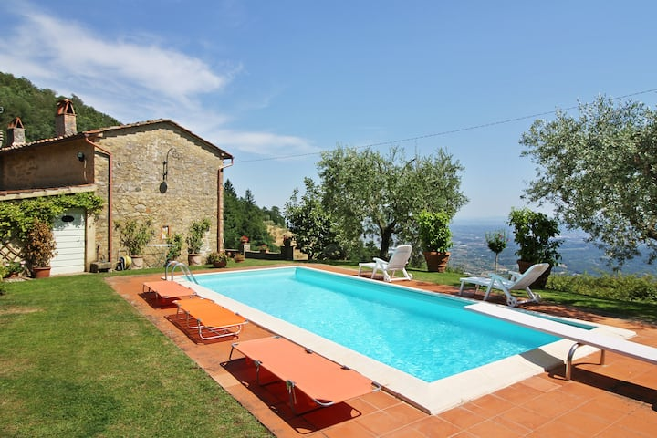 Villa Petrognano with private pool and garden