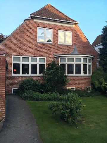 En hyggelig patricia villa i Tønder - Tønder