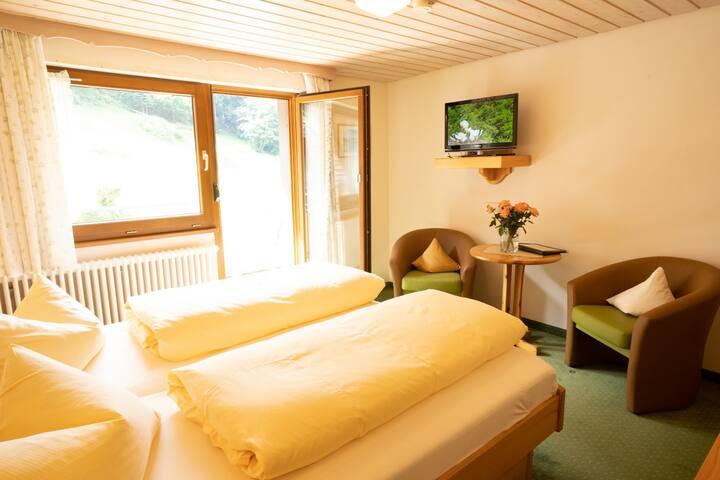 "Hotel Obergfell, (Todtnau), Doppelzimmer Kategorie B ""Hasenhorn"""