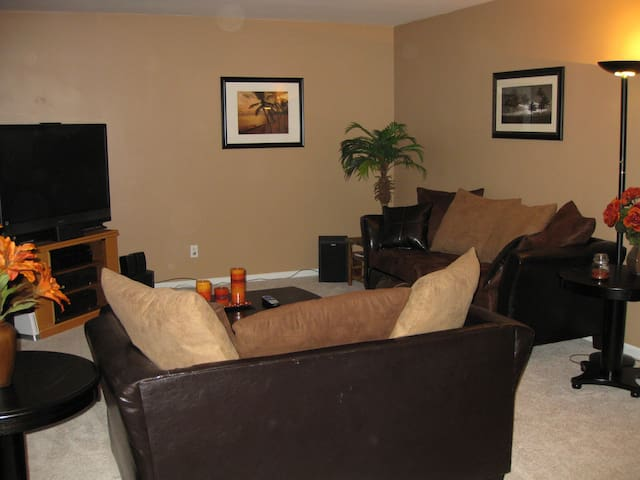 Beautiful Ranch w/a private room & bathroom! - Lansing - Talo
