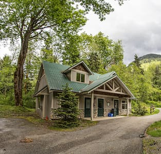Hickory Lodge Overlooking Cultus Lake