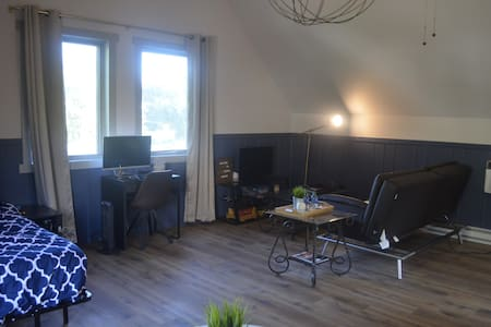 Large & Quiet Renovated Studio w/ Self Check-In