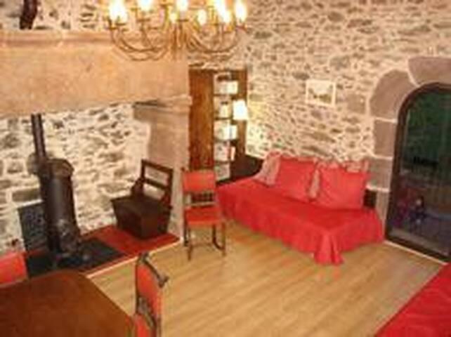 Maison de village en pierre, très agréable