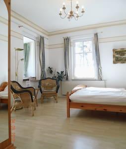 Doppelzimmer mit Wintergarten *** - Lubmin - Aamiaismajoitus