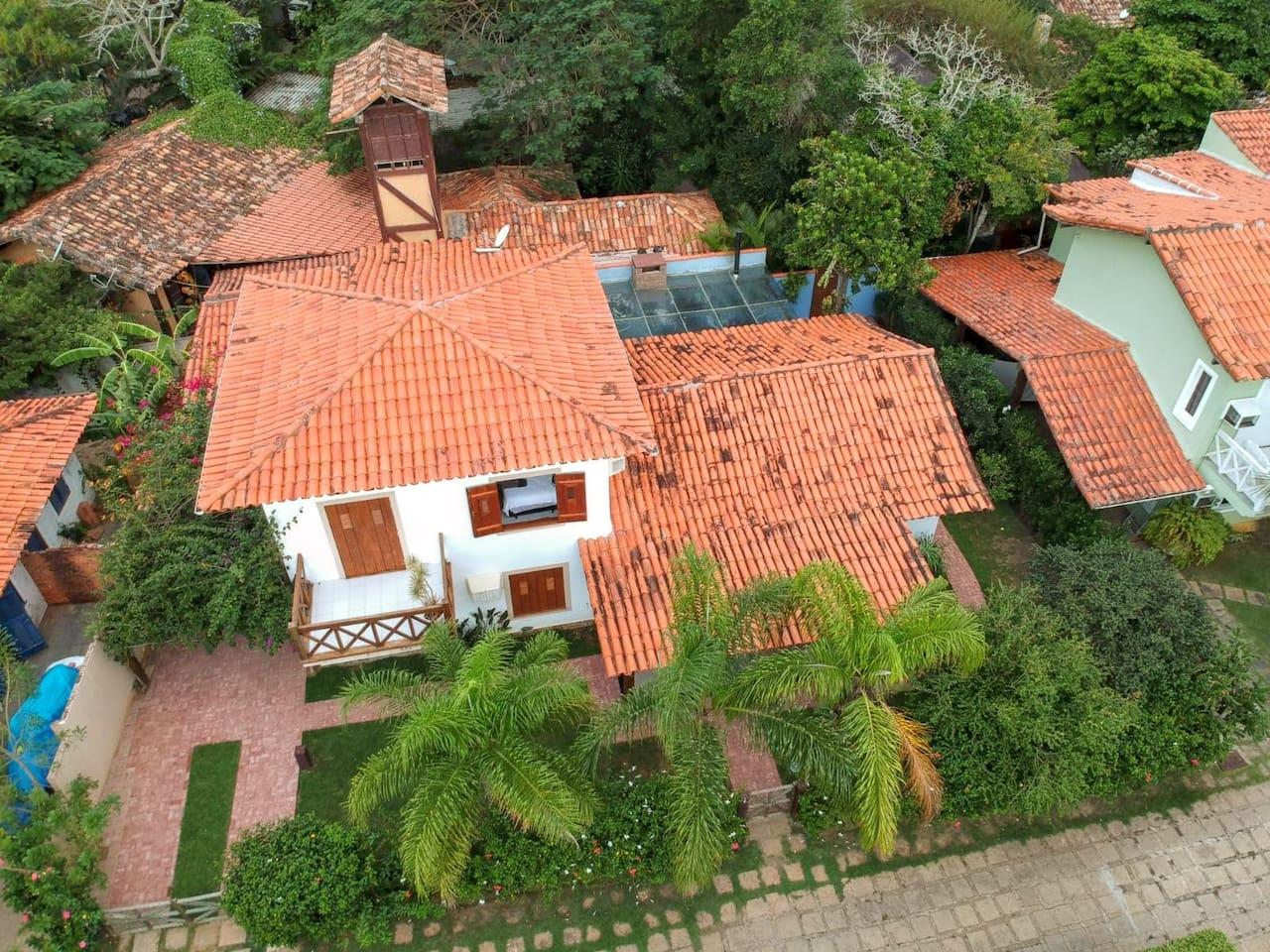 Casa e terreno vistos do alto