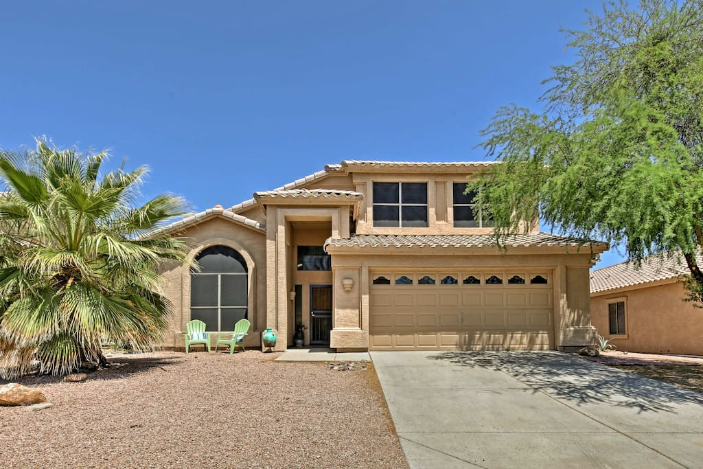 2,500 square feet of space, 4 beds & 3 baths means plenty of room to entertain!