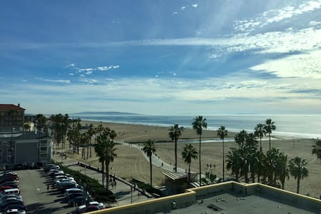 BREATHTAKING OCEAN VIEW APARTMENT IN SANTA MONICA - Santa Monica