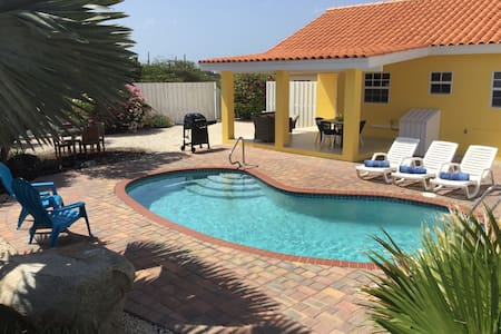 Cosy home with great outdoor pool, garden & porch - Paradera