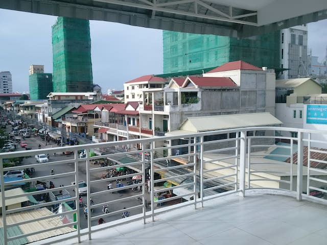 Penthouse overlooking Russian Market - Phnom Penh - Appartement