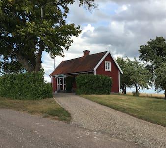 Mysigt torp i jordbruksbygden - Motala Ö - Gästhus