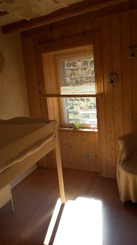 Petite chambre individuelle,  esprit bois et chaux