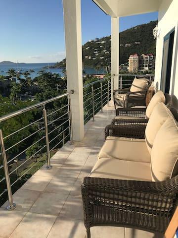 Pineapple Villa - steps from Cane Garden Bay beach