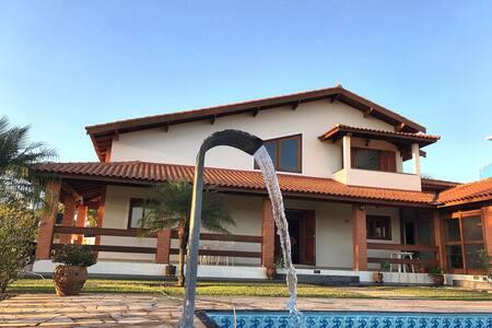 Linda casa com piscina Riviera Santa Cristina XIII