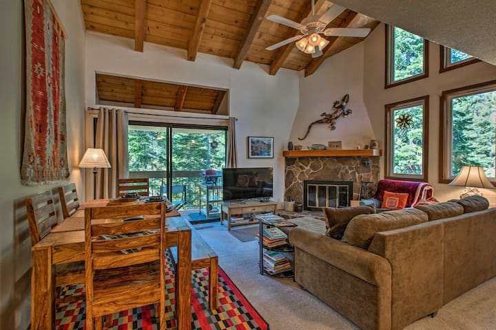NEW! Carnelian Bay Condo-2 Min to North Lake Tahoe