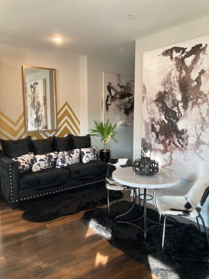 ✩ Germantown Glam Suite | Picturesque 1BD 1BTH ✩