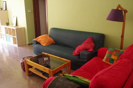 Ideal bedroom for UAB and Barcelona - Cerdanyola del Vallès - Lägenhet