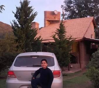 Cabaña familiar al pie del cerro Uritorco