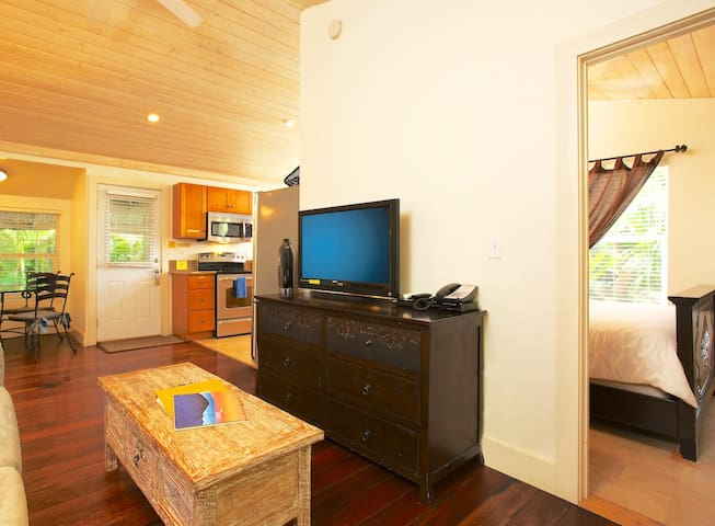 Paia Inn - 2 Bedroom Queen Suite - Garden View