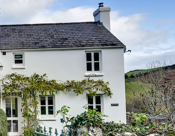 Pretty Cottage, Llanmadoc, Gower Peninsula