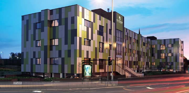 🌟Luxury New 2 Bed City Centre Apt  Secure 🅿️arking🌟