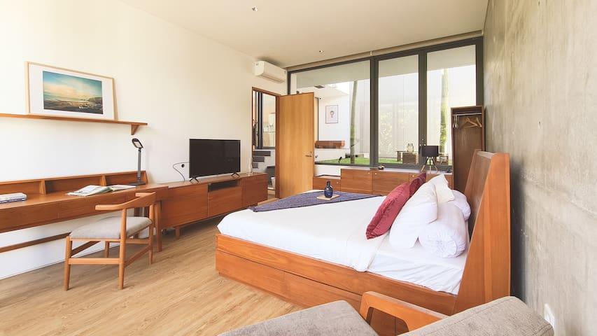 Bedroom 1F (Iceland Room)
