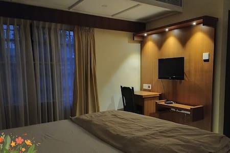 2C Suite