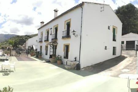 Gran casa junto al embalse de Zahara de la Sierra - Zahara de la Sierra - House