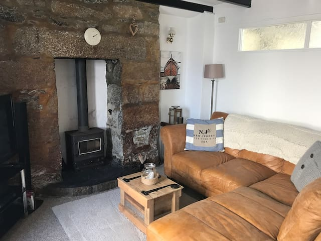 Downalong (2 bed cottage)