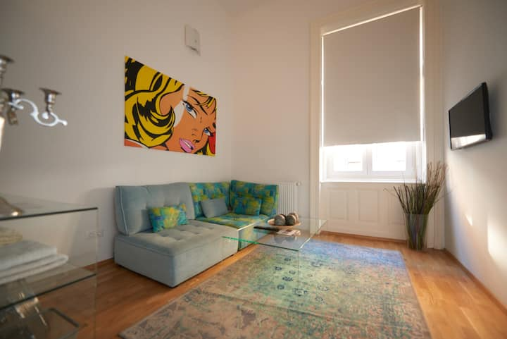Trendy private room in Kiraly utca (district 6.)