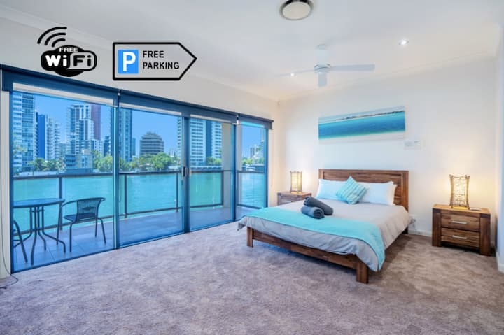 Waterfront Luxury Villa Surfers Paradise