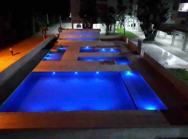 Belíssimo Apartamento 300m praia de Perequê Açu