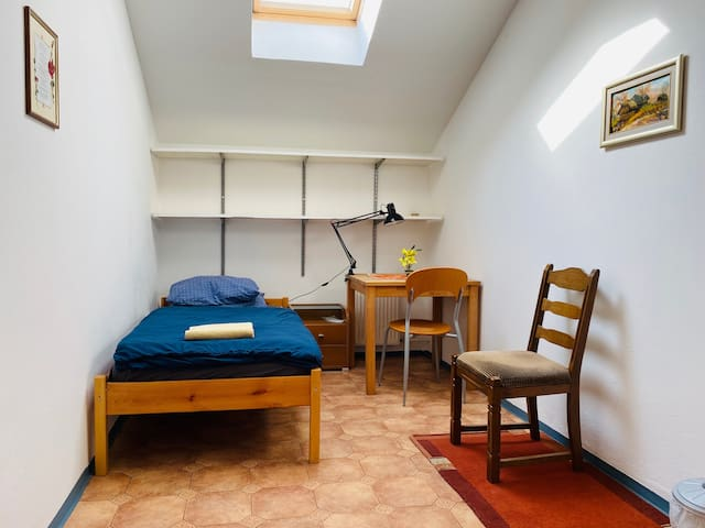 ★Simple single room, perfect for solo travelers★