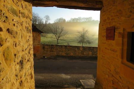 """La Borie"" Gîte en pierre proche de Sarlat - Berbiguières - Haus"