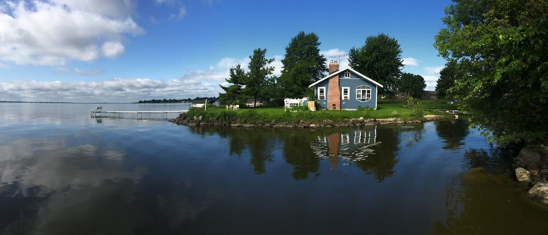 NEW! Private 3BR Fremont Cottage on Lake Poygan!